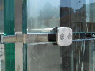 Cerramiento vidrio con herraje estructural inoxidable