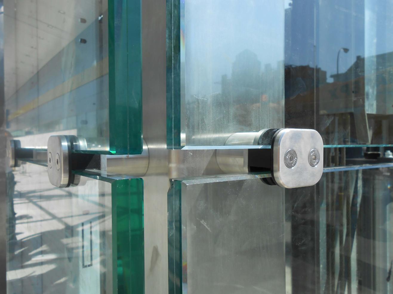 Anclaje de acero inoxidable para vidrio