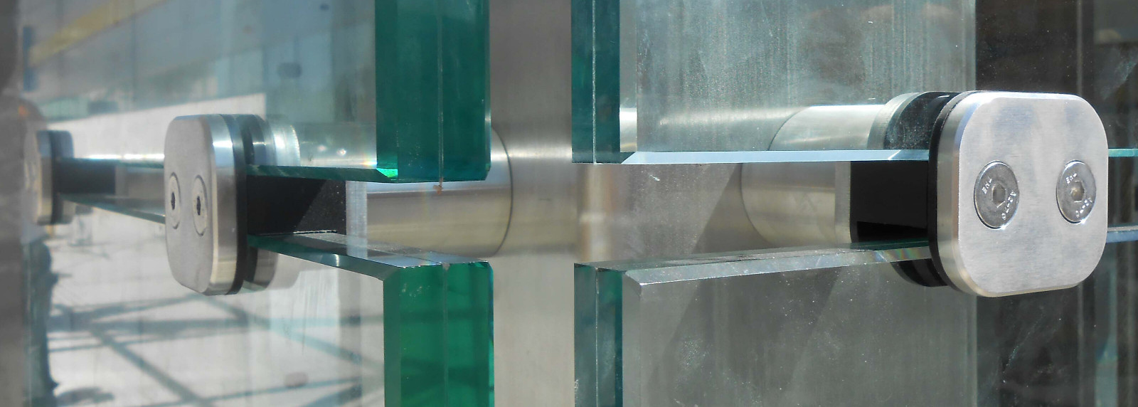 Herrajes estructurales vidrio ingadesa